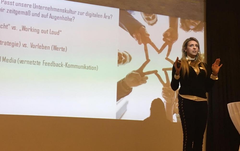 Miriam Nagler mit ihrem Vortrag zum Thema Corona & Selbstmanagement wie halte ich Balance und stärke meine Resilienzfähigkeit.