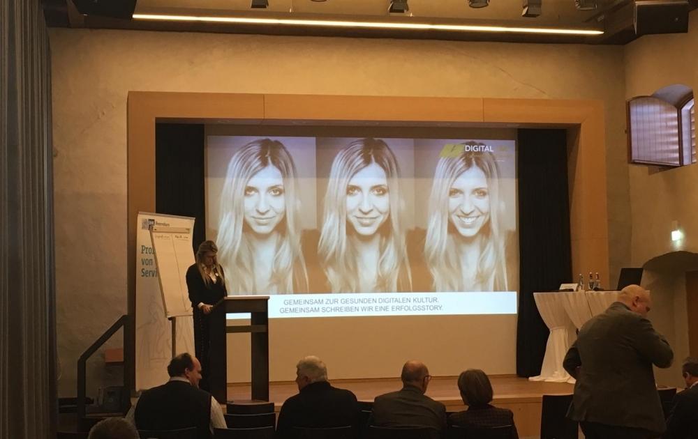 Miriam Nagler bei ihrem Vortrag: Gemeinsam zu gesunden digitalen Kultur.