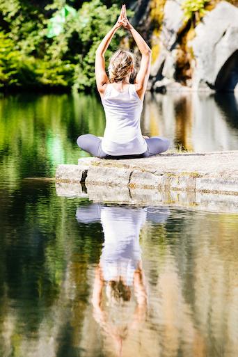 Yoga für mehr Entspannung und Gelassenheit im stressigen Alltag. Stärke deine Resilienz.